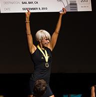 Campeones Coronados en el escenario en el Evento Anual